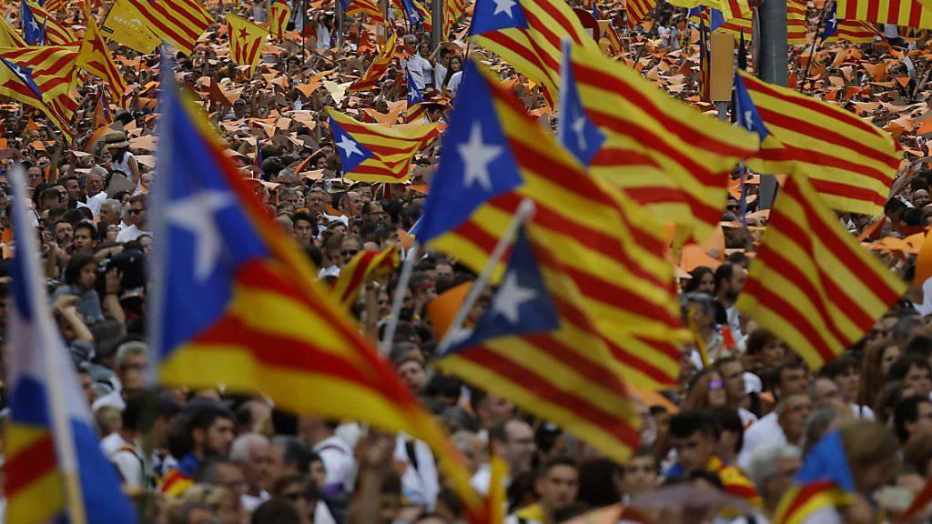 Katalonische Unabhängigkeitsbefürworter gingen am Freitag vor einer Woche auf die Strasse. (Archivbild)
