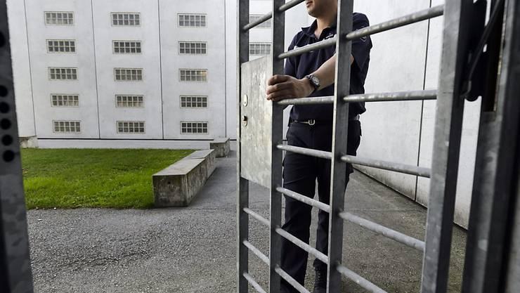 Der Kanton Wallis modernisiert seine Gefängnisse für rund 90 Millionen Franken. Die Kapazität für Häftlinge wird um 100 Plätze erhöht.