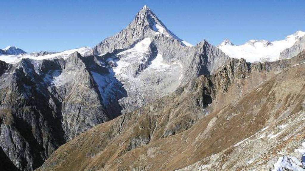 Blick auf das Bietschhorn im Wallis: Wer vom 27. Juli bis 15. Dezember im Wallis übernachtet, kann von einer Werbeaktion des Kantons Wallis profitieren. (Archivbild)