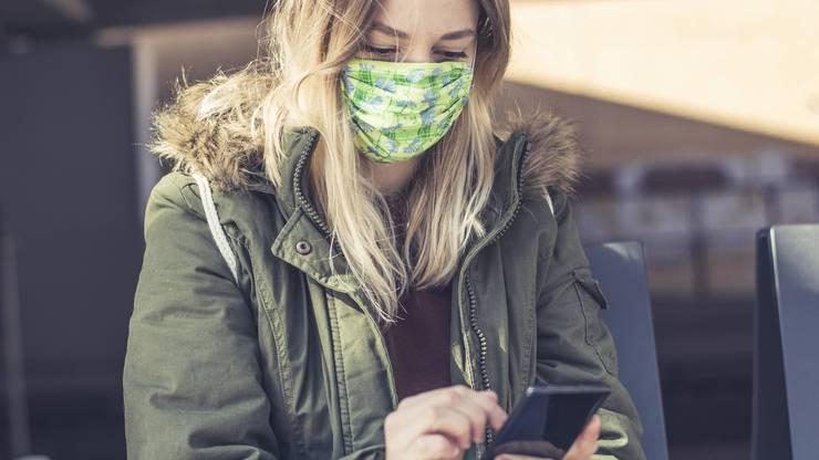 Mit Maske funktioniert die Gesichtserkennung nicht mehr. (Symbolbild)