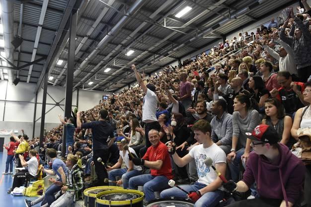 Endinger Anhänger in der mit 2136 Zuschauern gefüllten Halle