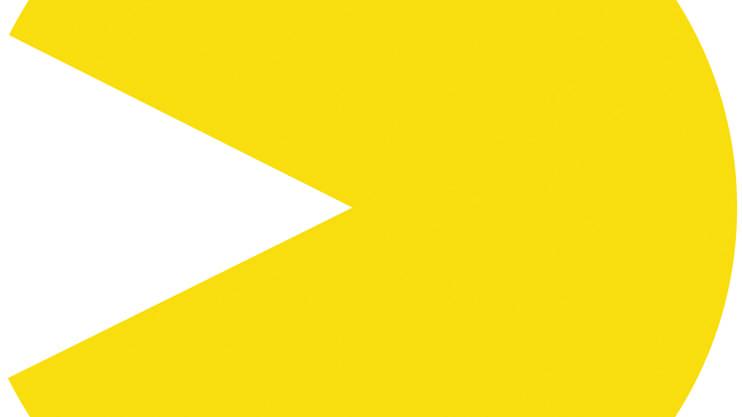 Es ist vermutlich das weltweit bekannteste Videospiel für Spielsalons. 1980 lancierte die japanische Firma Namco das per Joystick manövrierte Spielautomaten-Game. Die runde, gelbe Gestalt öffnet und schliesst den Mund wiederholt, während sie sich so durch ein Labyrinth frisst, dabei aber von Gespenstern verfolgt wird. Frisst der Pac-Man eine «Kraftpille» kann er für gewisse Zeit selber die Gespenster verfolgen. Symbole wie die Kirsche bringen dem Spieler Extrapunkte. Sind alle Punkte gefressen, erreicht der Pac-Man das nächste Level. Sogenannte Software-Emulatoren retten dieses nostalgische Spiel in die Zukunft. In den 2000er-Jahren wurde die Spielkonsolen-Software des japanischen Spiels nachgebildet. Somit kann das Game auf Computern mit anderer Architektur, wie der Playstation oder der Xbox, gespielt werden. (giu)