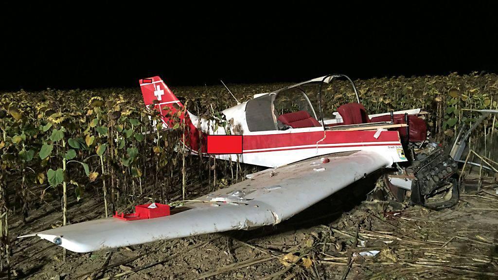 Das Kleinflugzeug startete gegen 19 Uhr in Neunkirch und stürzte kurz darauf im angrenzenden Löhningen in ein Sonnenblumenfeld.