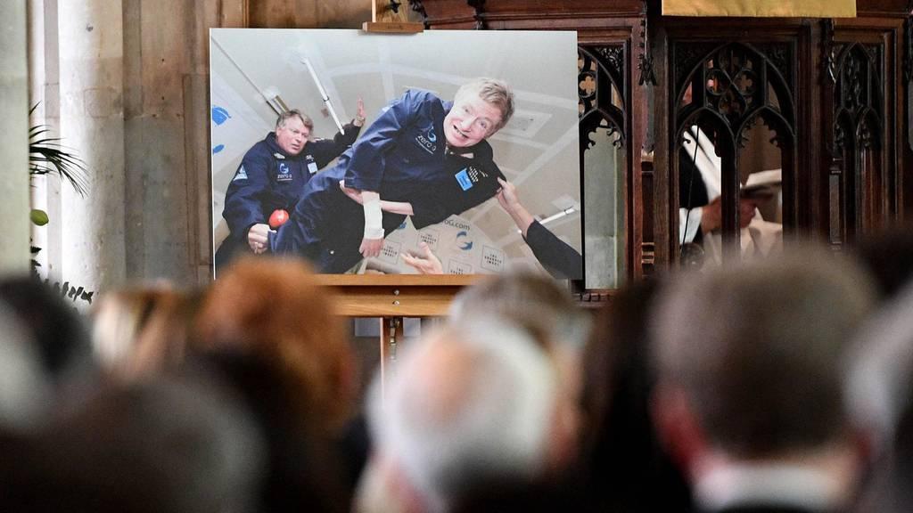 Das letzte Geschenk des Genies – Stephen Hawkings Familie verköstigt 40 Obdachlose