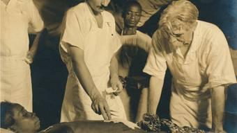 Albert Schweitzer half in seinem Spital in Lambarene Tausenden von Einheimischen.
