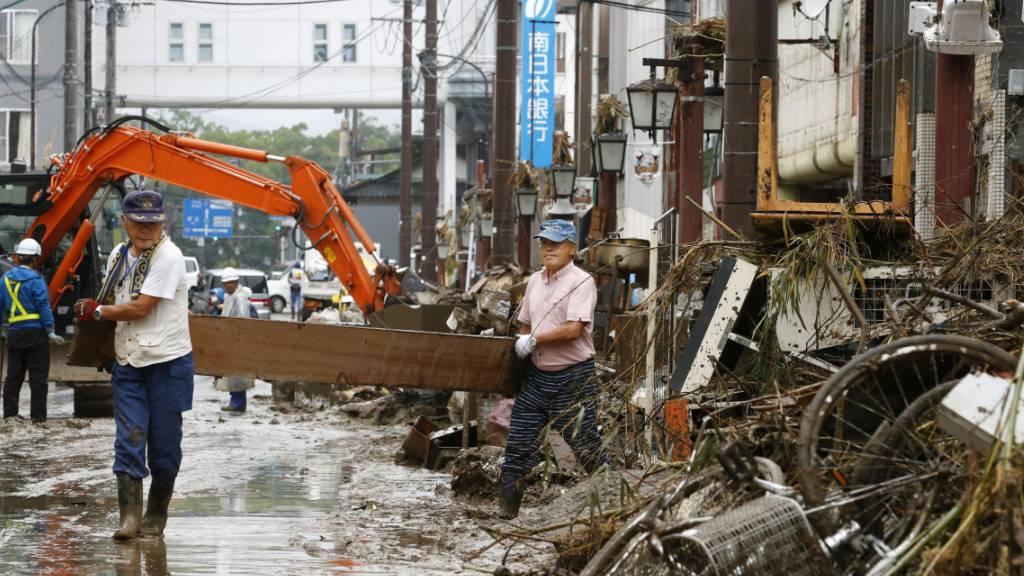 Weiter Unwetter in Japan - Dutzende Todesopfer