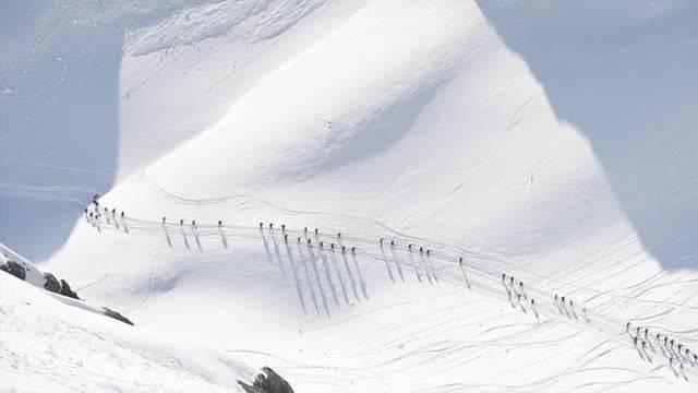 Patrouille des Glaciers: Aufnahmen des härtesten Skitourenrennens der Welt