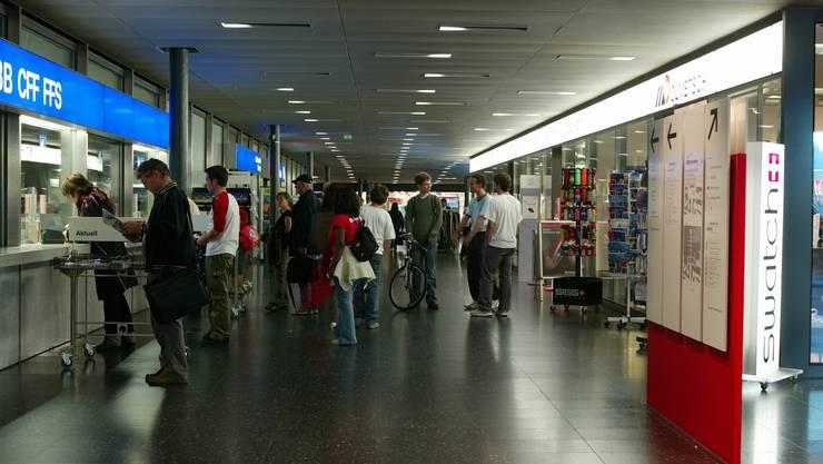 Vielmehr ist der Plan, sie in ein neues Reisezentrum zu integrieren – gleich nebenan, wo sich das Reisebüro der SBB befindet.