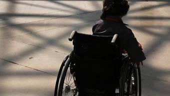 Ein Mädchen im Rollstuhl (Symbolbild)