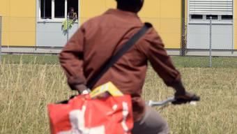 Versuchter Mord im Asyl-Durchgangszentrum in Embrach. Eine abgewiesene Asylsuchende griff Ende 2015 ihre Betreuerin mit einem Gärtel an und schlug mehrmals auf sie ein. (Archivbild)