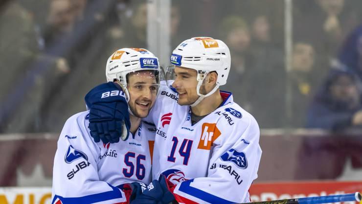Maxim Noreau (links) und Chris Baltisberger bejubeln einen spektakulären Sieg