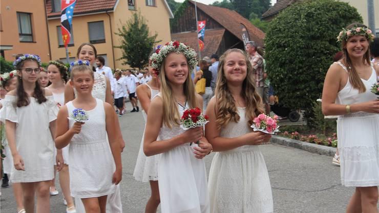 Alle vier Jahre feiert Staufen ein weisses Jugendfest. Ohne Motto, dafür mit klassischen Blumen.