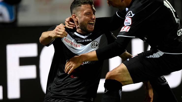 Fabio Daprelà freut sich über seinen späten Treffer zum 2:2