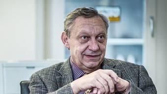 Daniel Hug in seinem Büro im Stadthaus Lenzburg: «Wenn ich noch mit geringen Beschwerden 20 Jahre leben darf, ist das schön.»
