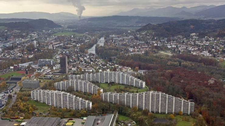So rasch wohl keine Grossstadt Blick über die Aarelandschaft in die Agglomeration von Aarau.