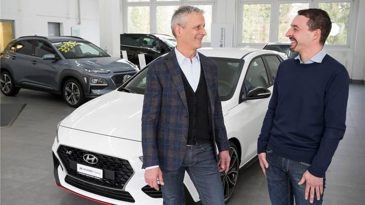 Job getauscht: Arnold Eggenberger (links) und der neue Inhaber Hermann Löhrli.
