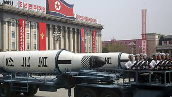 Nordkorea stellte bislang seine Waffen gerne zur Schau: Eine U-Boot-Rakete an der Militärparade anlässlich des 105. Geburtstags von Machthaber Kim Jong Uns Grossvater im April 2017. (Archivbild)