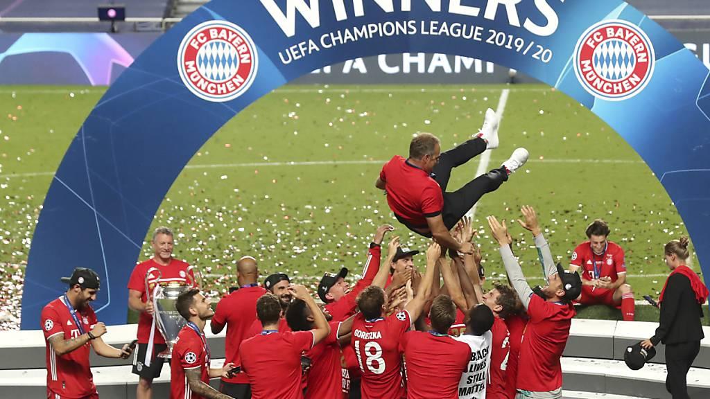 Steigen als Titelverteidiger in die neue Champions-League-Saison: Bayern München und sein Coach Hansi Flick