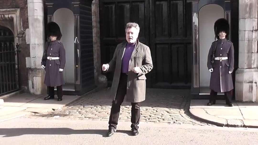 Very scottish: Ein königlicher Wachmann macht seiner Wut Luft.