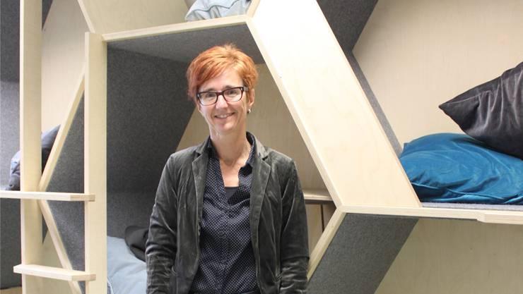 Die Lernwaben (im Hintergrund) seien bei den Kindern als kleine ruhige Lernoase besonders beliebt, sagt Eveline Marcarini, Gesamtleiterin der Stiftung Sprachheilschule Zürich.