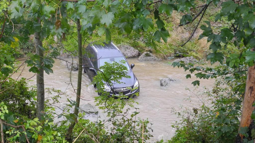 Der Opel landete im Wasser.