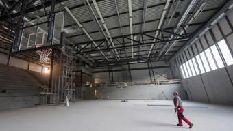 In den beiden Dreifachhallen (hier die Wettkampfhalle) der Freizeit- und Sport-Arena GoEasy läuft der Endausbau.