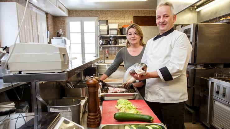 Evi Schweizer und Peter Atzinger haben die Tester mit ihrer Fischküche überzeugt.
