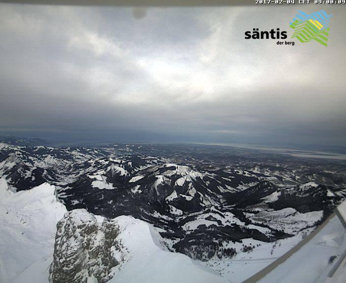 Am Samstagmorgen um 9.00 Uhr war der Himmel über dem Säntis grau (Bild: www.saentisbahn.ch)