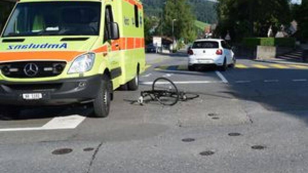 Velofahrer bei Kollision mit Auto verletzt