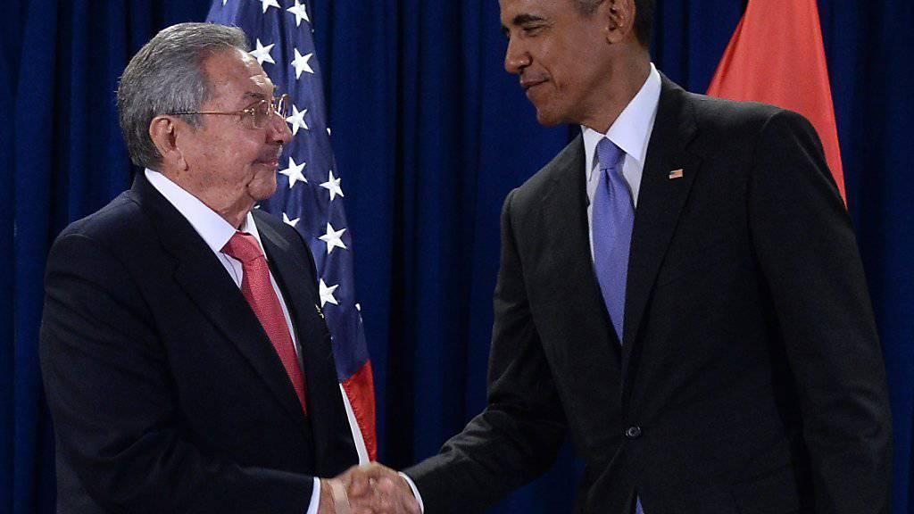Die Präsidenten Kubas (l.) und der USA beim Händedruck in New York