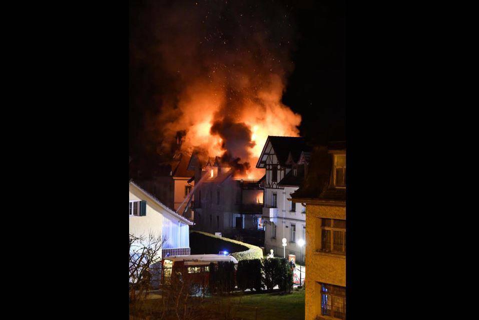 Brand in Arboner Mehrfamilienhaus (© Manuel Nagel / Tagblatt)