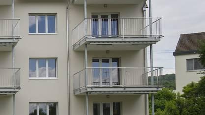 Das Mädchen stürzte vom Balkon eines Mehrfamilienhauses (Symbolbild).