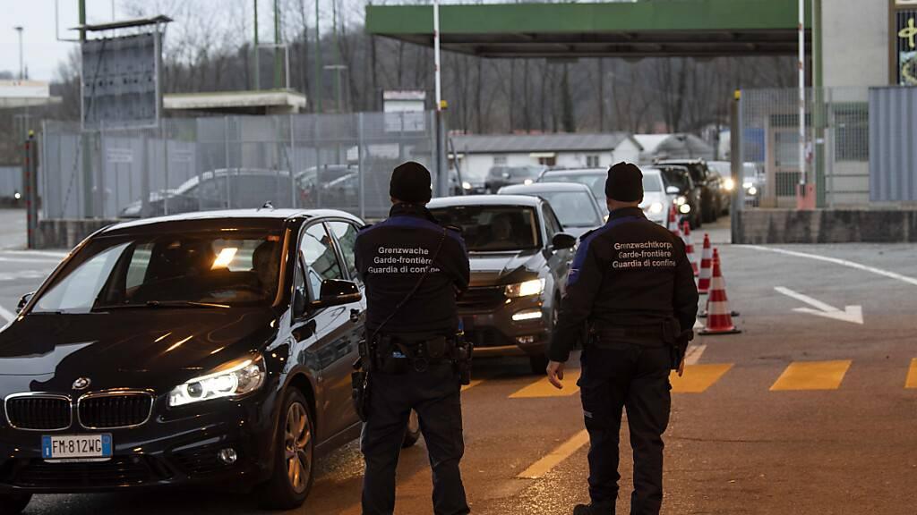 Falscher Bombenalarm an Grenze im Südtessin löst Polizeieinsatz aus