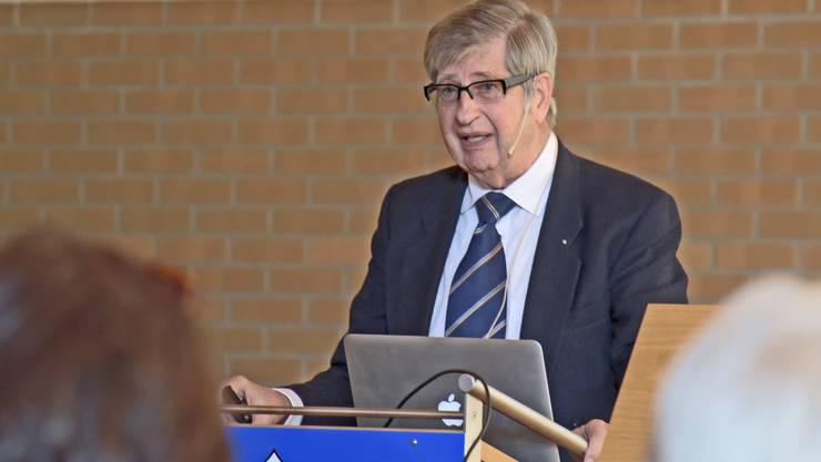 Der ehemalige Direktor der Dermatologischen Klinik, Günter Burg, referierte über «Die Haut in der wir leben»