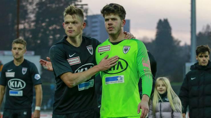 Aufmunterung für FCA-Goalie Ammeter (r.) von Teamkollege Marco Thaler.