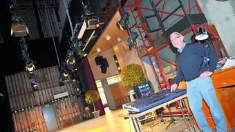 Modernisiert: Bühnenmeister Robert Kaiser freut sich über die neue Lichtanlage. (Bild: Oliver Menge)