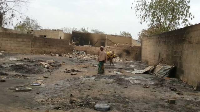 Ein niedergebranntes Dorf nach einem Boko-Haram-Angriff (Archiv)