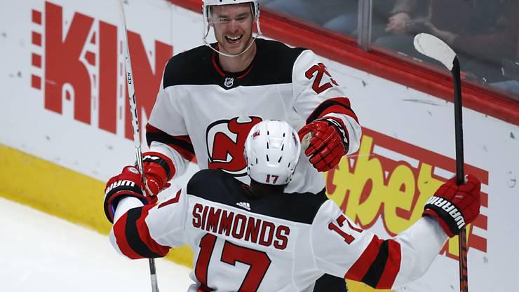 Mirco Müller freut sich gemeinsam mit Wayne Simmonds über seinen vierten Treffer in der NHL