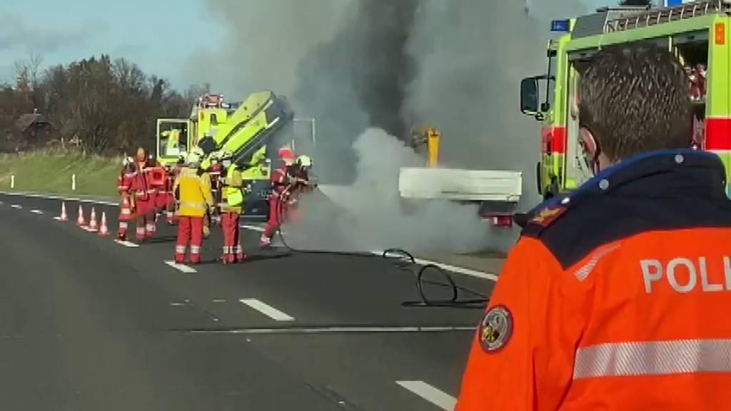 Lieferwagen brennt auf der A3