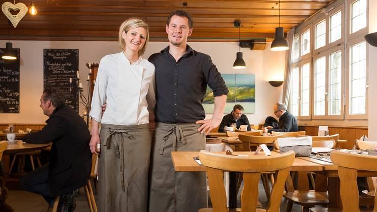 Nadja Schuler und Stephane Wirth haben den Landgasthof zum Hirschen in Villigen im Februar 2013 übernommen. (Archiv)