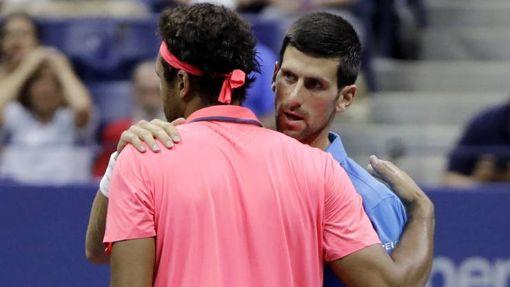 Kein schönes Ende: Novak Djokovic (re.) qualifizierte sich für den US-Open-Halbfinal, nachdem Jo-Wilfried Tsonga wegen einer Knieverletzung aufgeben musste