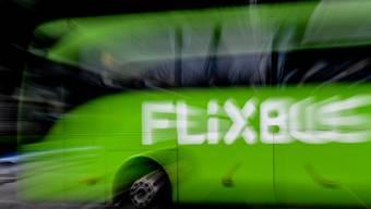 An der US-Westküste ist das Unternehmen mit den grünen Bussen schon. Jetzt wird die Ostküste ins Visier genommen. (Archivbild)