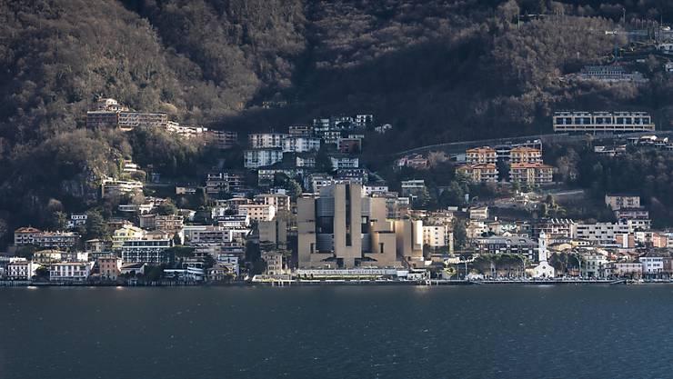 Das Spielkasino dominiert das Ortsbild von Campione.