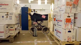 Bilder vom Umzug des Kinderspitals an die Spitalstrasse 2011. Heute steht das UKBB vor anderen Baustellen.