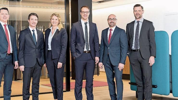 Von links: Roger Schranz (Leiter Markt), Marcel Füchslin, Eveline Dumont, Steffen Kauschka, Mathias Buchs und Stefan Schenkel (Vorsitzender Bankleitung).