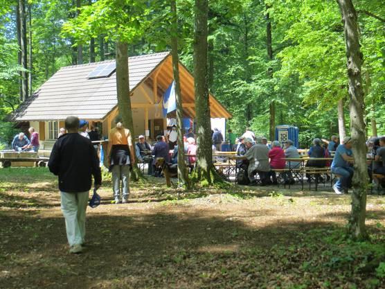 Und was auch wichtig ist, dass man die Gemeinschaft pflegt, hier ist es gewesen der Banntag von Frenkendorf  auf dem Gemeindeacker im Wald