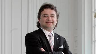 Ernst «Aschi» Wyrsch ist Präsident des Verbandes Hotellerie Suisse Graubünden. Bekannt wurde er als langjähriger Direktor des Hotels «Steigenberger Belvédère» in Davos. Neben seines Verbands-Engagements präsidiert Wyrsch heute den Verwaltungsrat des Hotels «Kulm» in Arosa sowie den Verwaltungsrat der Lenzerheide Marketing und Support AG. Seit diesem Februar ist er darüber hinaus Präsident der Hotel Seehof Selection in Davos.
