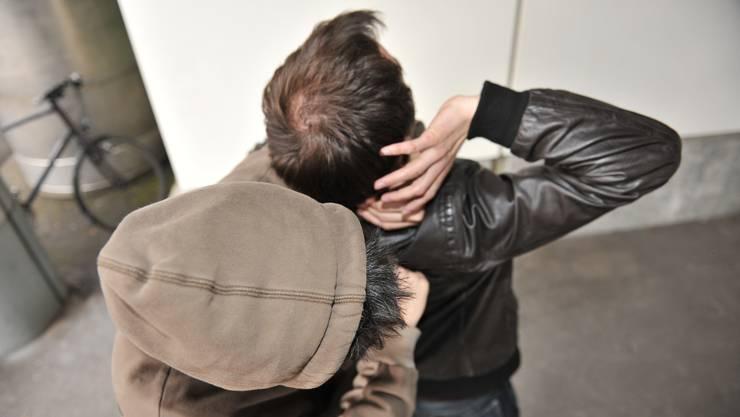 Gewalt statt Sex: Der Call-Boy überrumpelte den betrunkenen Wirt. (Symbolbild)