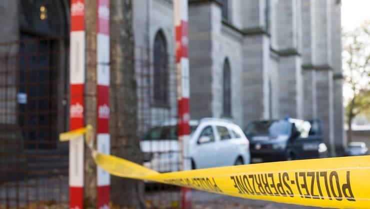 Die Kirche wurde schon frühzeitig von der Polizei abgeriegelt und gesichert.