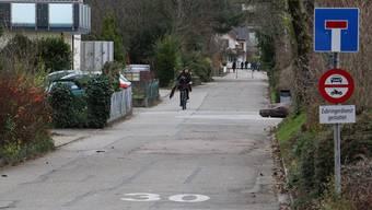 Ein Votant kritisierte, dass die geplante Veloroute durch die Schulstrasse – hier im Bild – führen soll.